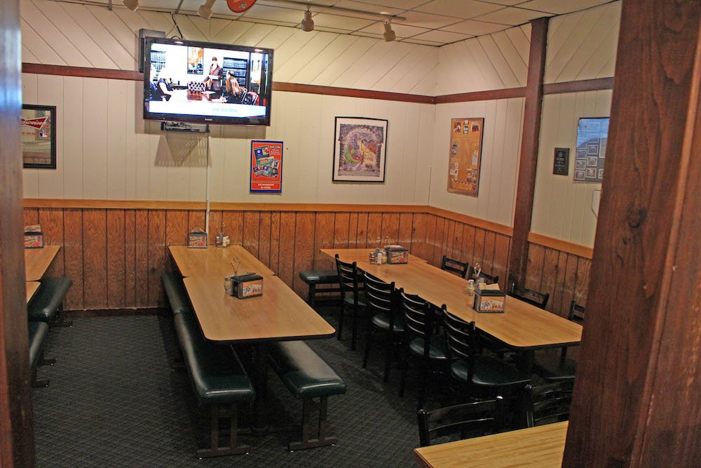 Oakridge Mall Round Table Pizza Banquet Room
